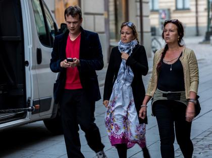 """Filmproducent Annette Stavenow Eriksson på StoneGate productions till höger i bild, här tillsammans med regissören Rikard Svensson, mitt i inspelningen av den härliga långfilmen """"Feel the Beat"""". Foto: Pär Eriksson"""
