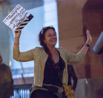 Filmproducent Annette Stavenow Eriksson på StoneGate productions håller i klappan. Foto: Pär Eriksson