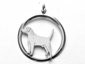 Beagle hängsmycke med cirkel - Silver