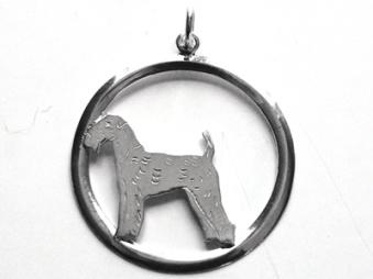 Airedaleterrier hängsmycke med cirkel - Silver
