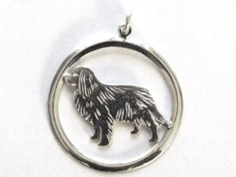 Cavalier King Charles Spaniel hängsmycke med cirkel - Silver