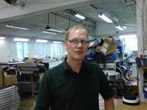 Anders Jingmark i företagets gamla, något trångbodda,  lokaler.