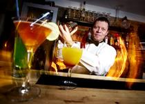 hyra hyr bartender rent a bar bartenders cocktail grogg drink arrangera svensexa möhippa gott omdömme nöjd proffsig proffsigt