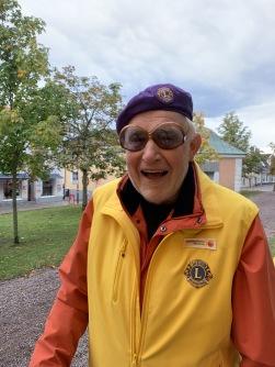 Lennart testar inlämnade glasögon