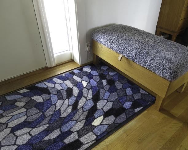 Designade entrémattor, hallmattor, dörrmattor, gångmattor & runda mattor. Maskintvätt 60. Unika, färgglada mattor i hög kvalitet designade av Lisa Persdotter