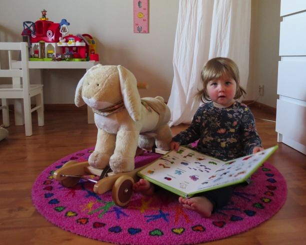 COLORJOY Designade runda mattor. Färgglada & barnvänliga runda mattor maskintvätt 60 grader. Barnvänliga, runda mattor i hög kvalitet designade av Lisa Persdotter.