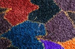 Smuts och grus stannar i mattan.