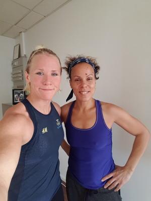 Jenny Fransson tränar yoga med Fatima Rainye på HotYoga Helsingborg, Helsingborgs Yogacenter
