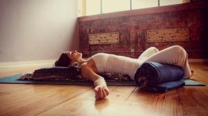 Kurs i restorative yoga i Helsingborg på HotYoga Helsingborg, Helsingborgs Yogacenter