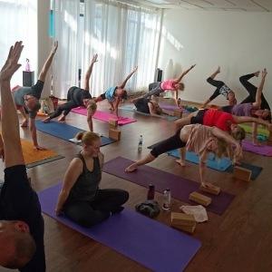 Yoga för nybörjare nivå 1 i Helsingborg på Helsingborgs Yogacenter Hot Yoga Center Helsingborg
