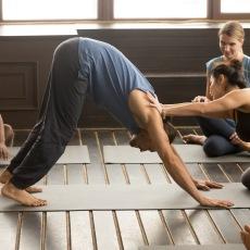 Yogalärarutbildning Vinyasa Yoga Skåne. Teacher Training Restorativ Yoga med Andrea Peolos på Hot Yoga Center i Helsingborg.