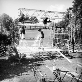 Byggställning vid bygge av scen på Fåfängan i Nyköping, Sörmland