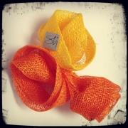 Gul och orange hårdekoration