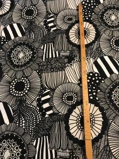 Pieni Siirtolapuutarha - Vit, svart, grå-beige