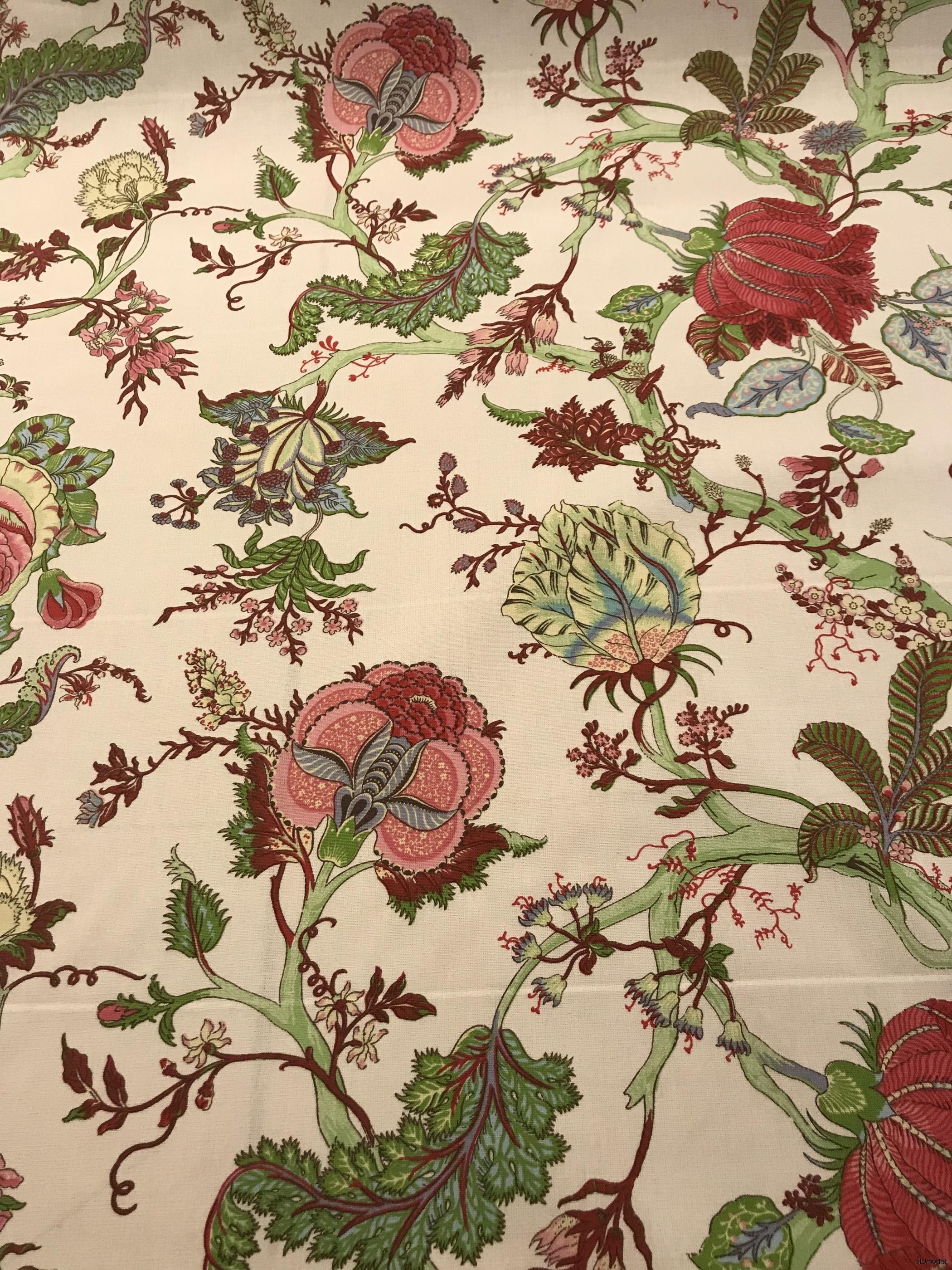 Beige möbeltyg med härligt mönster.