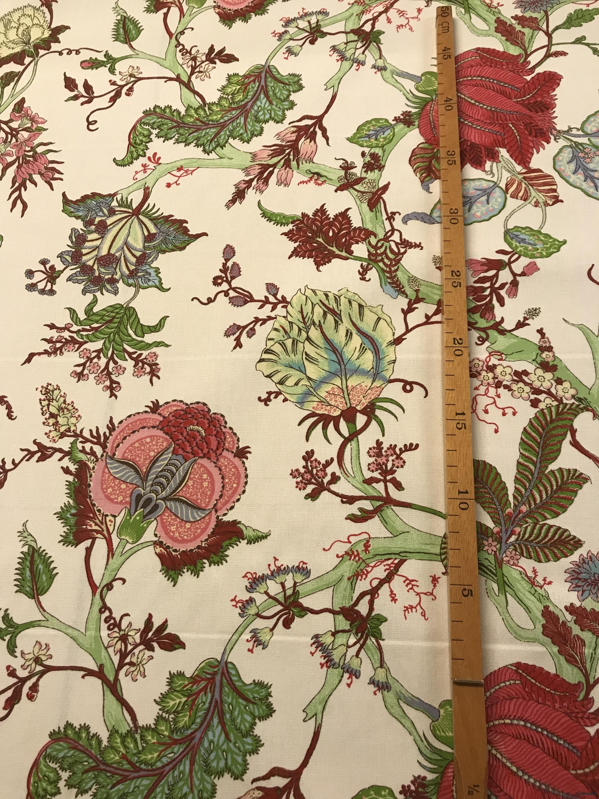 Snyggt gardintyg med mönster.