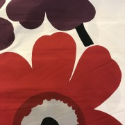 Unikko Röda och lila blommor