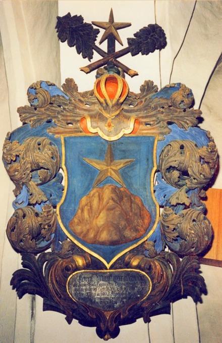 Epitafie (minnesvård) i Bro kyrka över Petter Funck - Adelsvapen Nr 826 - son till adlade Johan Funck, Friherre Gustaf Funck's fader. Petter var alltså Gustaf's bror - och adlig men inte Friherrlig