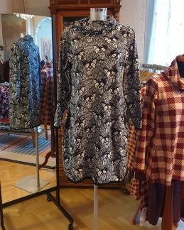 Klänningar med skorstenskrage - Smartdress schnauertyg stlk XL