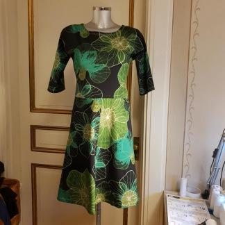 Klänning med lätt klockad kjol - Klänning i grön Silvana stlk L