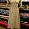 Klänning med lätt klockad kjol - Klänning gammelgrön små fjärilar stlk S/M
