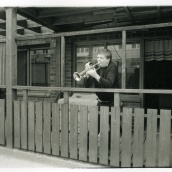 Fotokonstnär, Fotograf: Ava Valsten, min granne i porten intill min lägenhet. Och ja, ha spelade trumpet. Jag minns även kvinnorna han hade på besök. Väggarna var lyhörda....