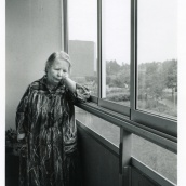 Fotokonstnär, Fotograf: Ava Valsten, Gurli Lundborg, den snälla damen i porten.