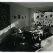 Fotokonstnär, Fotograf: Ava Valsten, Vardagsrum med fotografier