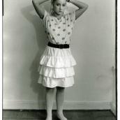 """Fotokonstnär, Fotograf: Ava Valsten, """" Jag vill att du fotograferar mig som en modell"""", säger Maria. Och det gör jag. Kameran registrerar även smärta..."""