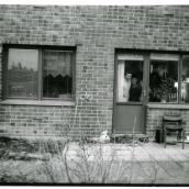 Familjen Pettersons Karlsson. De hade en kökssoffa i köket, där jag sov när jag kände mig ensam.