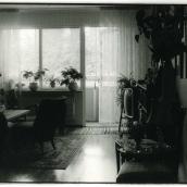 Tant Gurli Lundborgs vardagsrum. En fin dam som jag såg som en adopterad släkting.
