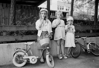 De oförställda flickorna med glass på Braxengatan
