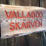 Egen låsbar vallabod till varje stuga med vallningsbänk och gott om plats för skidor och annat