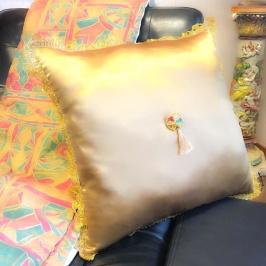 Golden pillow 50x50cm