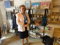 Birgitta R i butiken