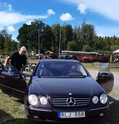 Ordf. Stig Andersson tar emot bilen