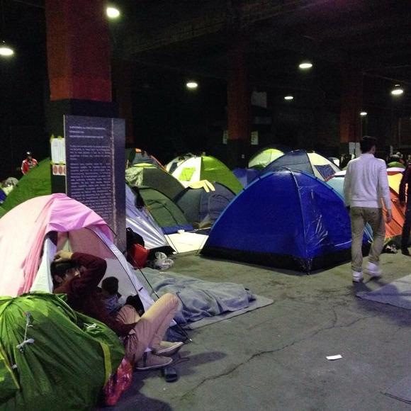 Vi har lyckats köpa tält till några familjer
