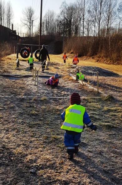 Barn leker på Viljans förskola i Kovland. Förskoleplats i Kovland kanske är något för dig?