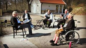 Villa Arelid Nyheter Tidningsläsning Ute
