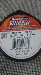 Wildfire pärltråd 008 Vit - Wildfire pärltråd 008 vit. 20 yard ( ca 18 m ). 57:- / rulle finns 3 i denna storlek. Se mer info på rullen.