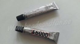 E6000 5ml - Super lim, konsistensen är lite tjockare än vanligt super lim så den ger dig lite tid till att få allt på plats innan det torkat. Den är giftfri, genomskinlig när den torkar och du kan måla på den. Storlek: 5 ml.