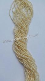 Ceylon Eggshell - Ceylon Eggshell. HSB/47113/ 11/0 = 2,1mm Ca 400 pärlor / sträng