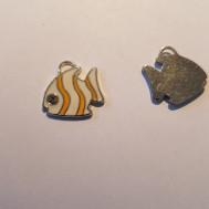 Gul fisk med rhinestone i ögat