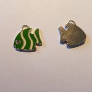 Grön fisk med rhinestone i ögat