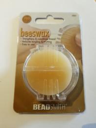 Bee vax i blisterförpackning - Bee vax i blisterförpackning. Äkta bivax som du använder på din sytråd för att motverka att den trasslar och delar sig. Bruksanvisning finns på baksidan av förpackningen.