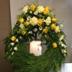Cypresskrans gul, vit