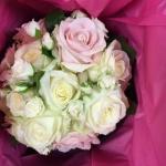 Brudbukett rund rosa vit
