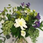 Bukett i vitt, lila och lime