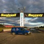 Montage av reklam på startfältet, Sundsvall Raceway