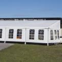Evenemangstält med fönsterdukar